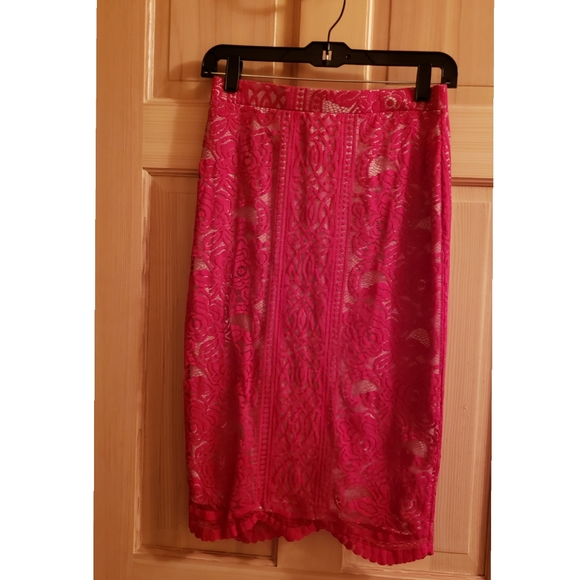 LOVE FIRE Women's Red Sml Floral Lace Lined Skirt